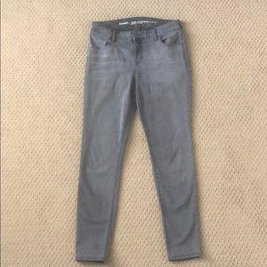 Old Navy gray Super Skinny jeans, size 6
